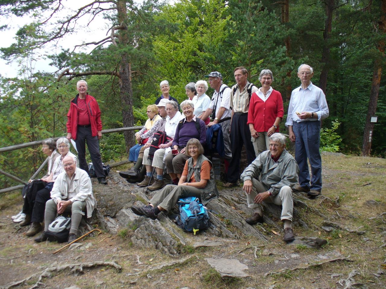 Wanderwoche 2012 im Thüringer Schiefergebirge. Rast auf dem Trippstein (505 m) im Schwarzatal.